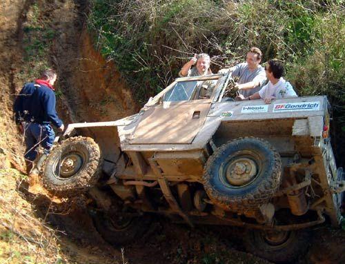 land rover comando