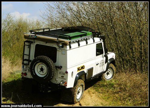 land-rover-110-25.jpg