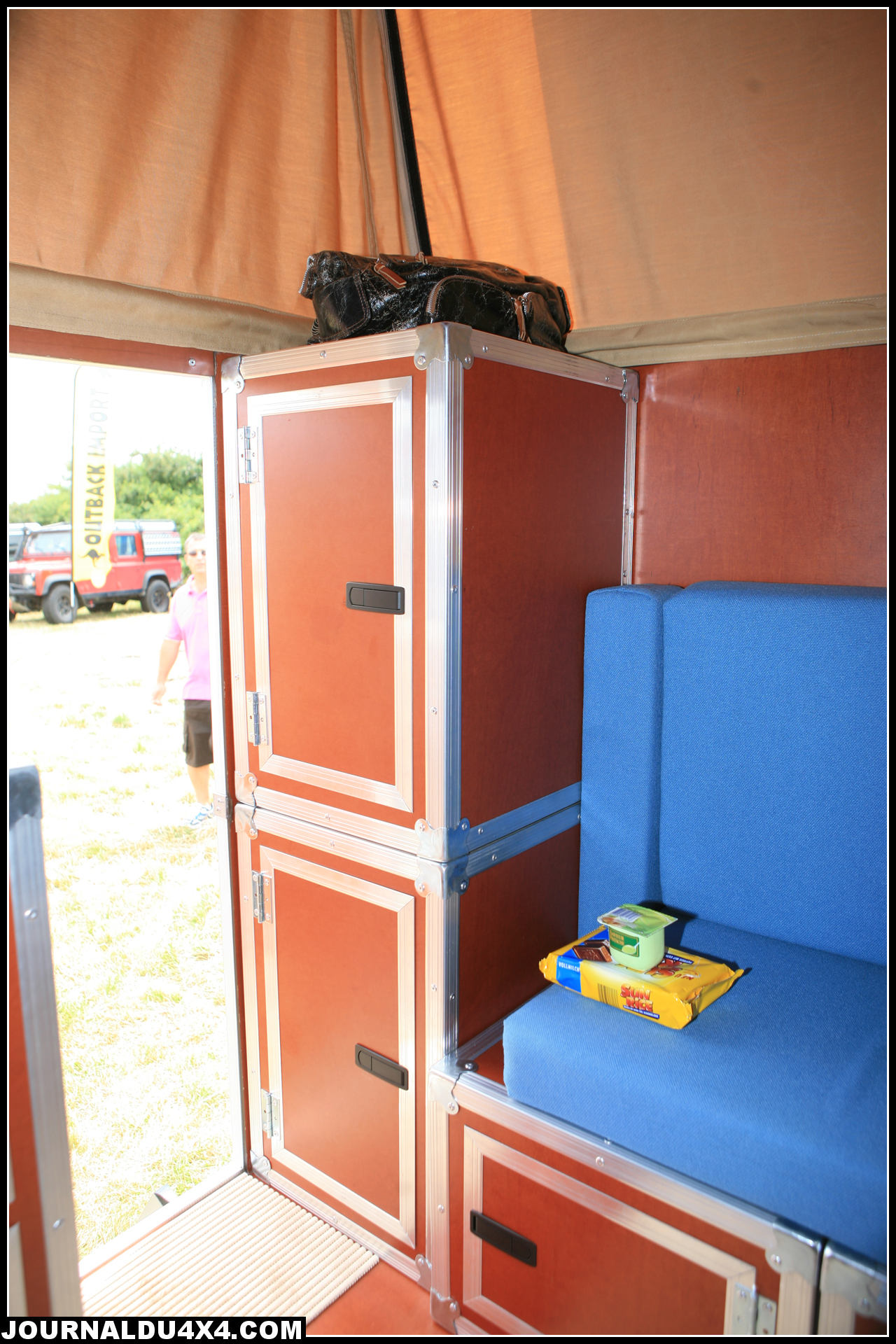 cellule-4x4-globe-camper-11.jpg