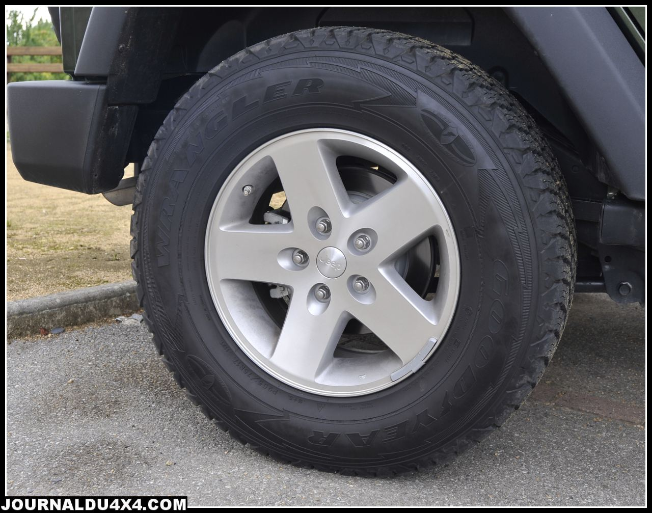 jantes-pneu-jeep-rubicon.jpg