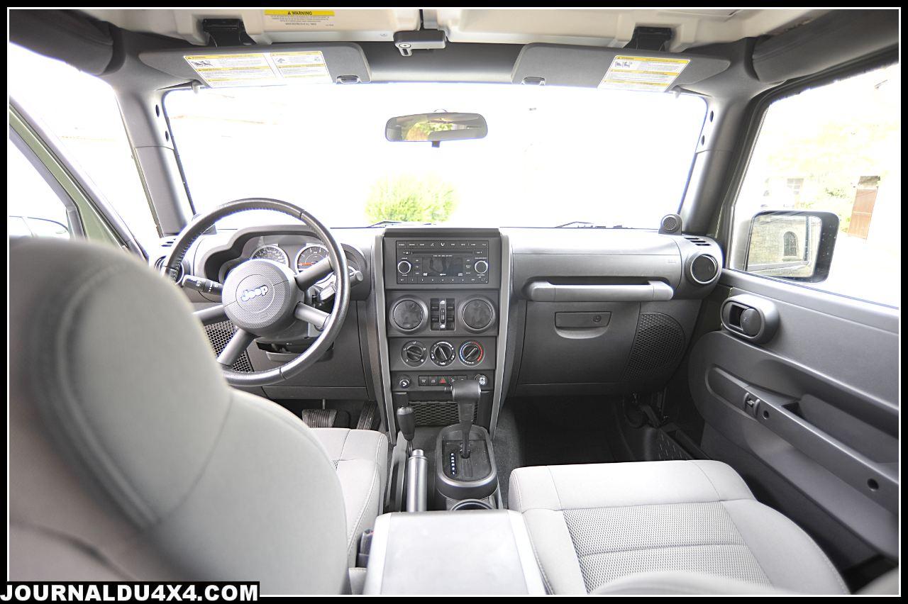 rubicon-jeep-interieur.jpg