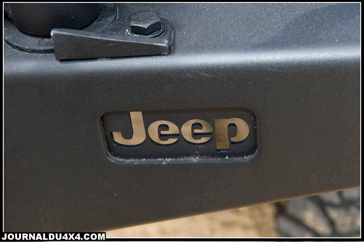 jeep-pare-choc.jpg