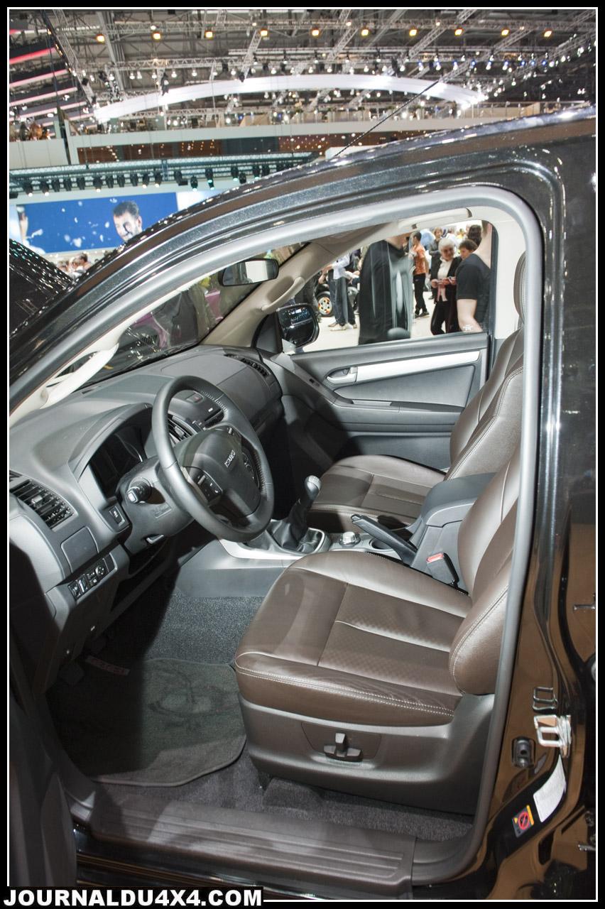 isuzu dmax, l'intérieur du nouveau dmax est plus confortable et agréable. Le nouveau dmax se hausse au niveau du confort d'un SUV