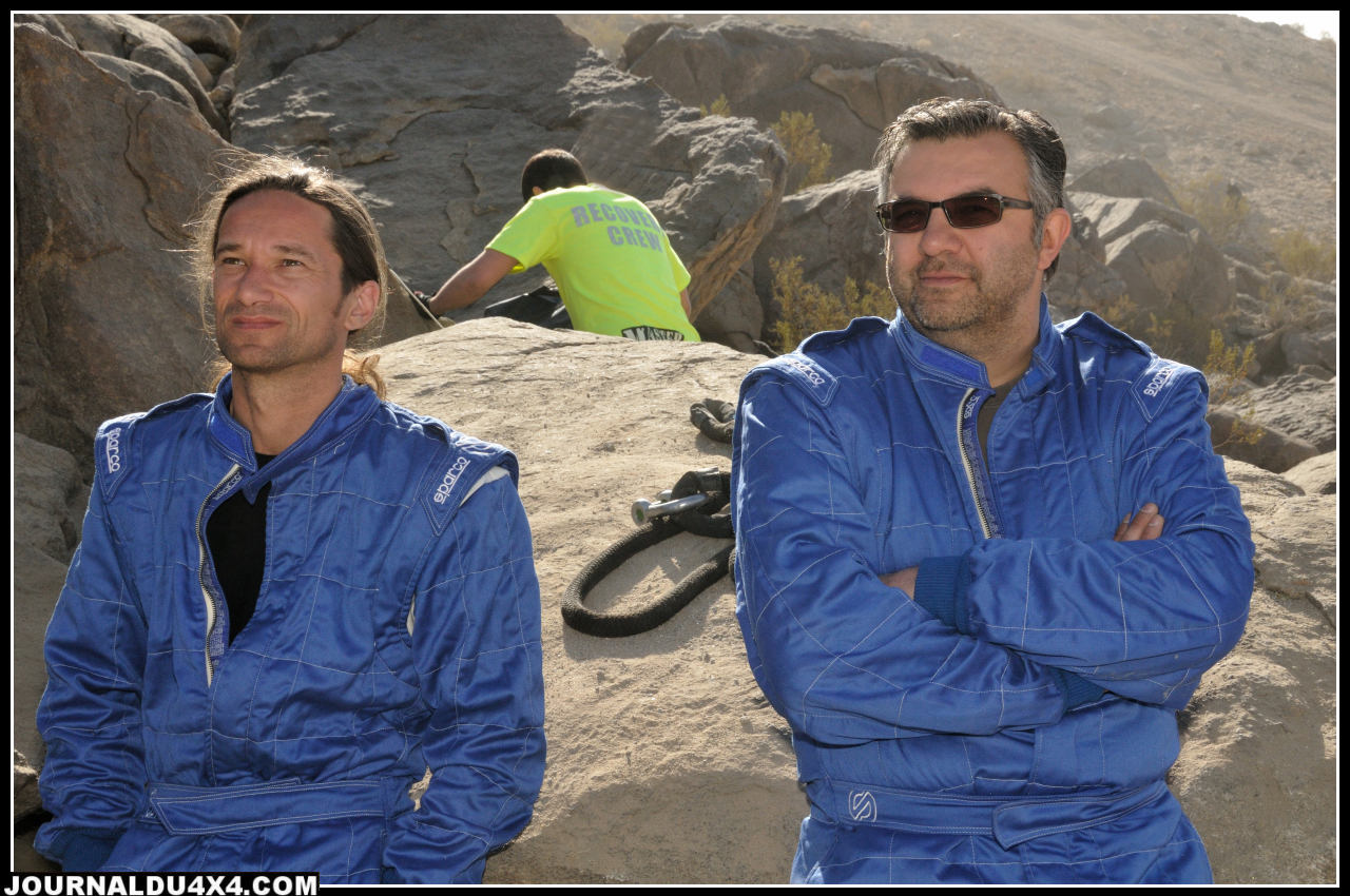 Axel Burmann (a droite) avec son copilote Tom Olieslagers avant le départ
