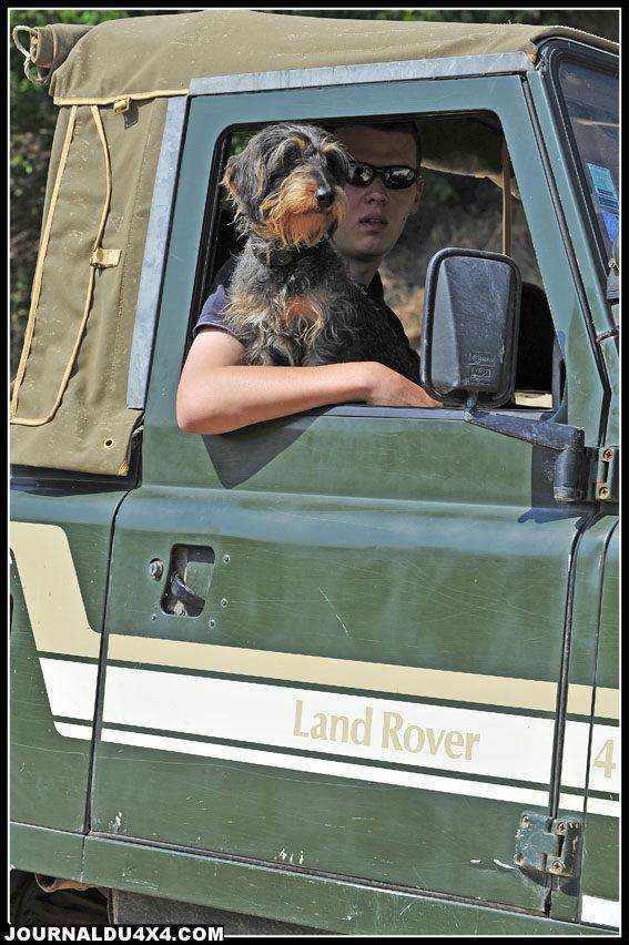 Venir au French avec son chien permet de participer à plusieurs épreuves. Celle du plus beau couple Land/ chien et à un concours d'agility, comme en sont très friands nos amis Anglais.