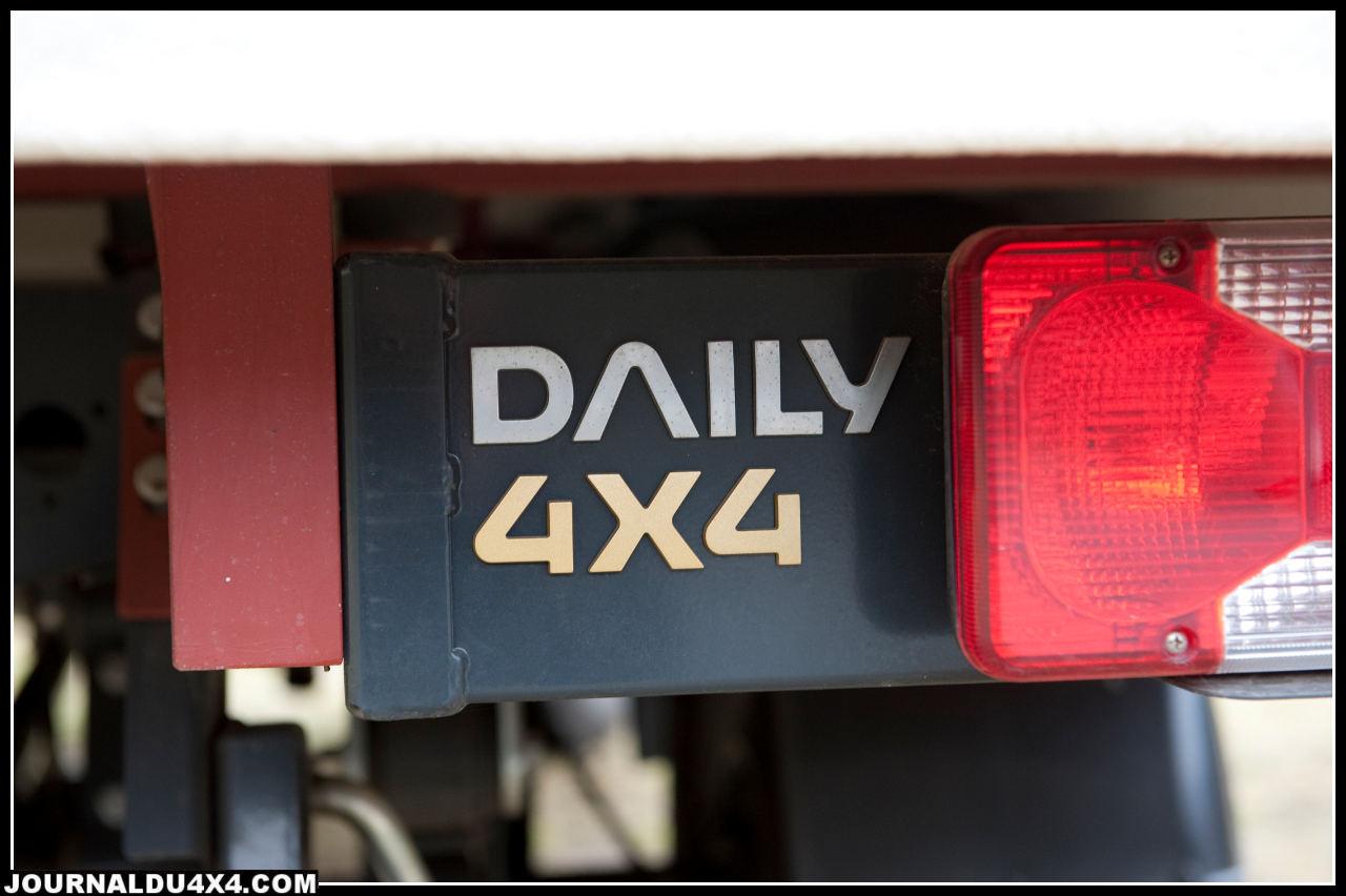 Le moteur 3,0 l de 170 Ch est suffisant pour emmener le Daily, le couple est supérieur à celui d'un HDJ80.Son joker: il dispose de 24 vitesses avec les deux réducteurs!