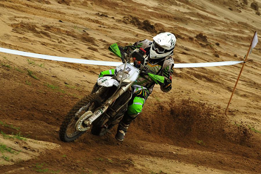 Les motards étaient à la fête sur le terrain de motocross de la ville de Drezdenko qui recevait le Rallye sur sa place centrale.