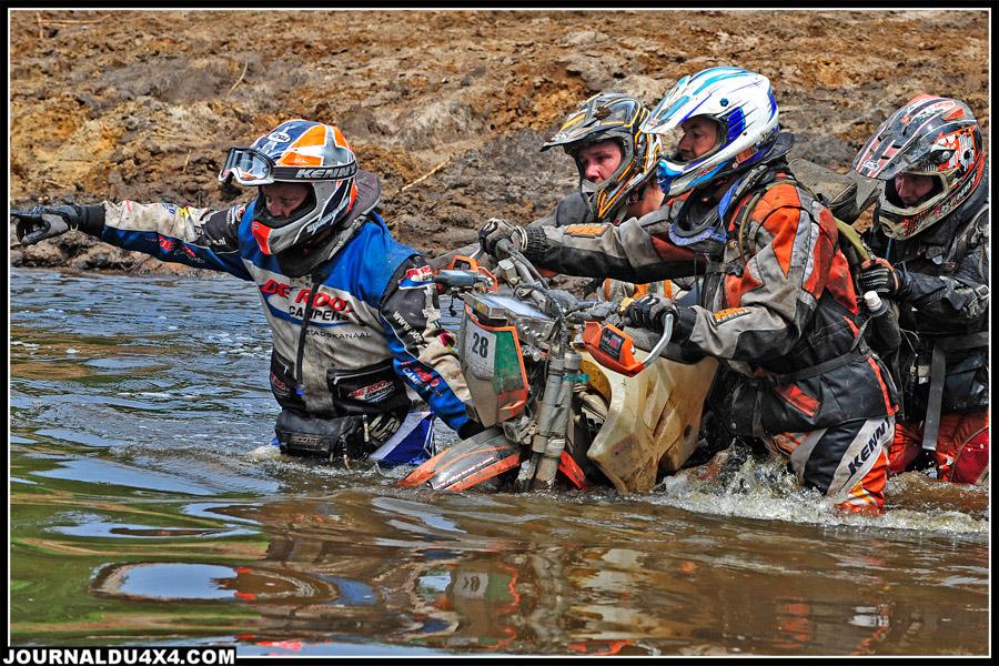 Ceux qui sont passés par cette rivière s'en souviendront longtemps. La solidarité chez les motards du Breslau n'est pas une légende.