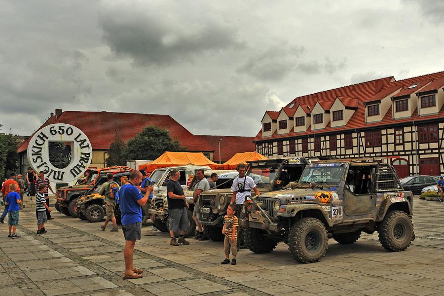 La petite ville de Drezdenko accueillait le rallye cet après-midi pour une courte pause.