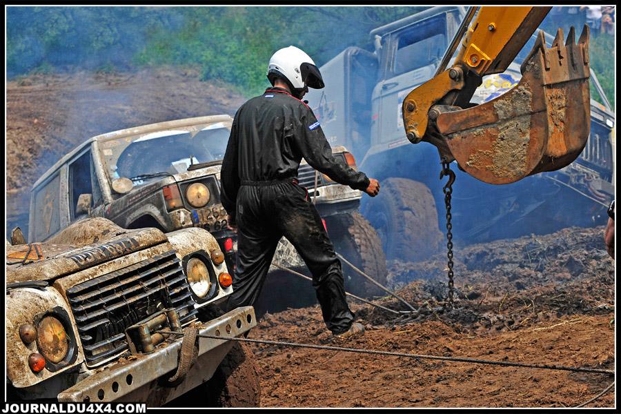Sur l'étape Hannibal, l'organisation déploie le matériel indispensable sur de gros chantiers…. S'en était un !