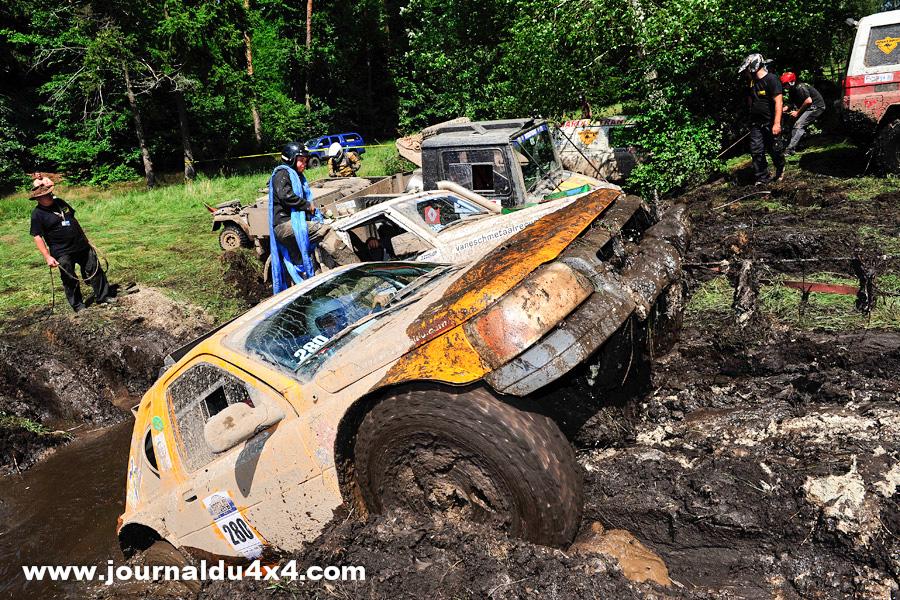 Plutôt conçu pour la version Rallye raid du Breslau, le buggy V6 Land Rover de Jean- Jacques Michel s'est parfaitement tiré d'affaire en catégorie Extrême. Aurait- on là l'engin idéal vitesse/ franchissement ?