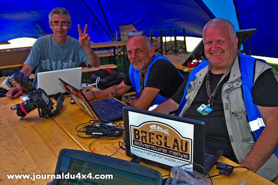 La presse fait aussi dans l'international. Le site du Breslau Rally en 4 langues au quotidien est en place. Ceux qui vont manger de la poussière pour vous…Vous saluent !