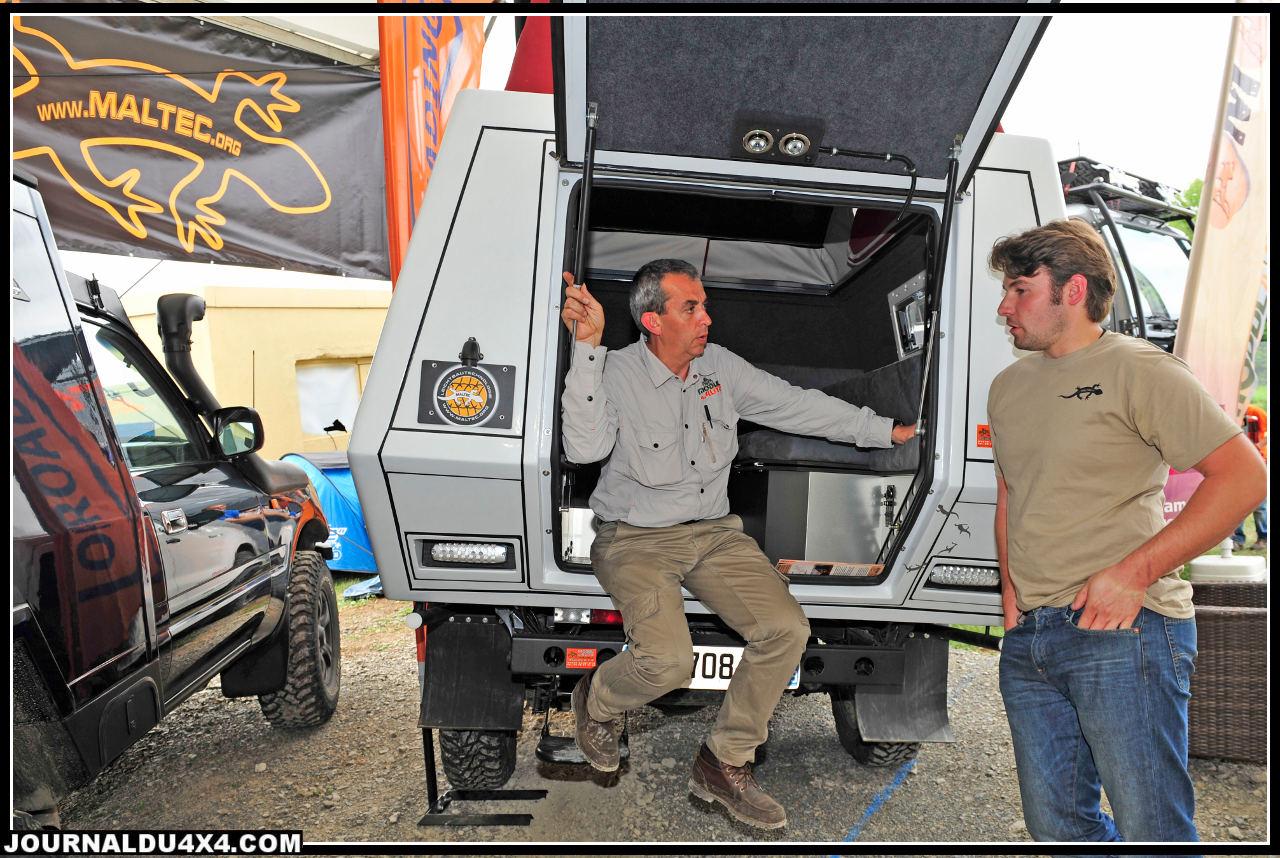 Christophe Girard, le patron de Modul'Auto est l'exemple parfait de l'interactivité qui se développe à Bad Kissigen. Il accueille ici les clients Francophones de la société Maltec dont il distribue en France les magnifiques cellules pour Toyota. Sur un autre stand, en collaboration avec Harry Grieshaber, il représente les tentes James Baroud en Allemagne.