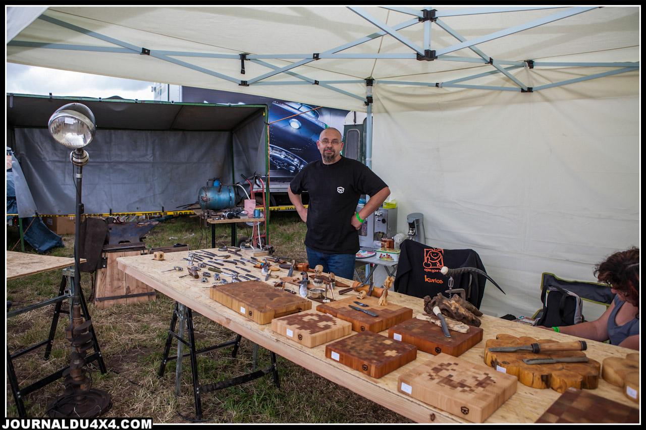 Le stand de Kurios sur lequel on pouvait trouver de magnifiques couteaux mais aussi des tires bouchons à base de pièces de Land Rover ou encore des planches à découper, cet homme a des mains en or !