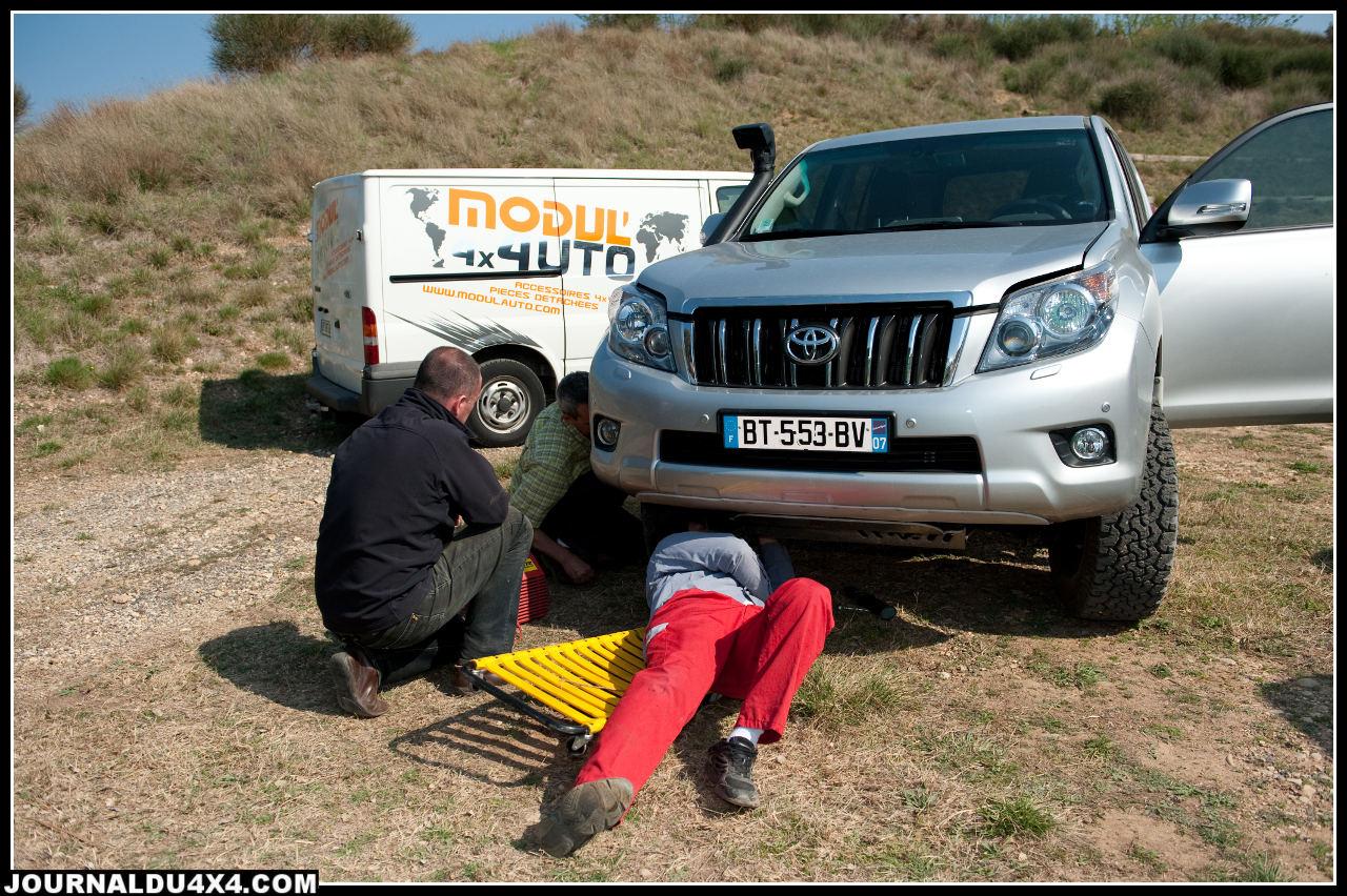 Venu avec un mécanicien en renfort, Christophe peaufine les réglages de la suspension. Résultat de plusieurs heures de piste à fond mais aussi victime d'un sous gonflage, un des pneus ne survivra pas.
