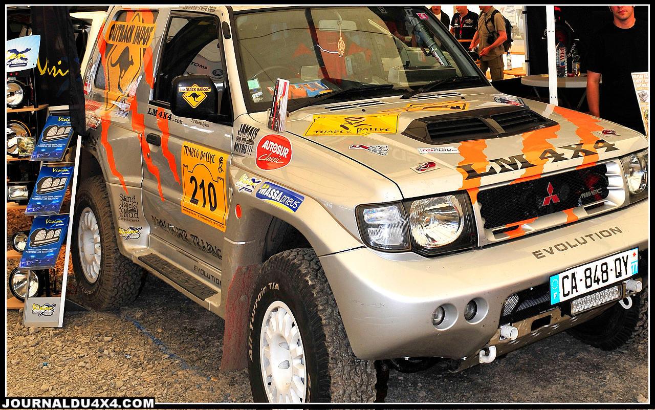 Sur le stand Vision- X, le spécialiste des nouvelles technologies de l'éclairage, on retrouvait le Pajero Evo Outback Import préparé chez LM 4x4 Service en France. Ce magnifique T2 équipé de rampes à LEDs Vision-X à terminé 9e de la dernière édition du Tuareg Rally organisé au Maroc par nos amis Allemands.