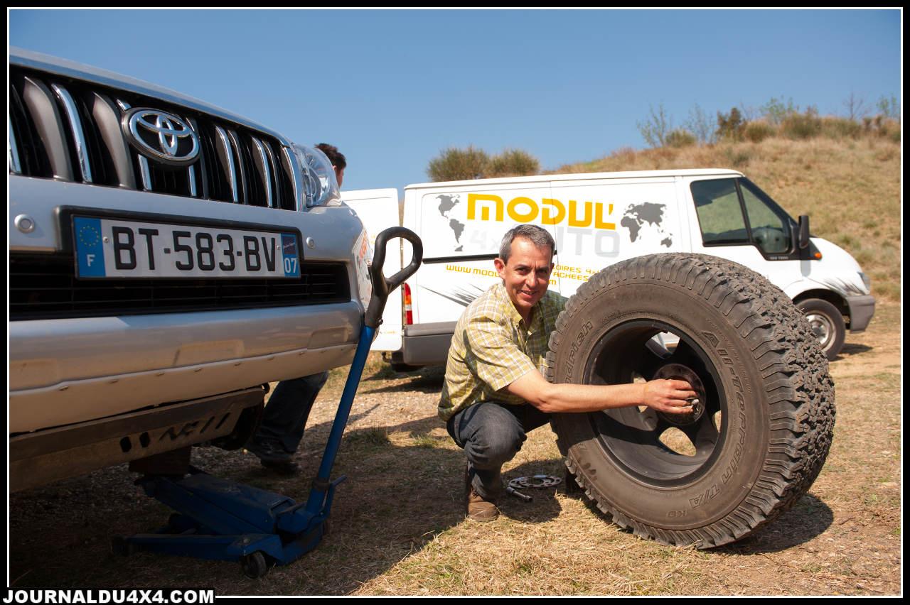 Pour les pneus le choix s'est porté vers des BF Goodrich AT en 285/70/17, une monte idéale pour la piste sèche.