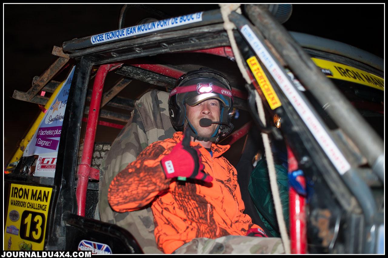 Pour la nocturne, chaque équipage s'élance dans la nuit. Charge à eux de retrouver les différentes balises indiquées sur leur road book.