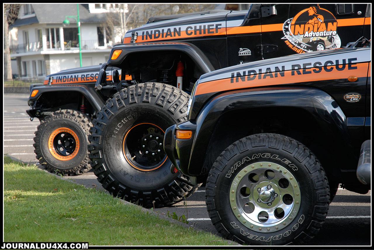 C'est seulement lorsque l'Indian Chief est sortie de l'atelier pour la première fois que tout le monde a réalisé réellement les dimensions impressionnanest  de cette Jeep… Elle aura de mal à entrer par la porte vitrée du show room de Coignières.