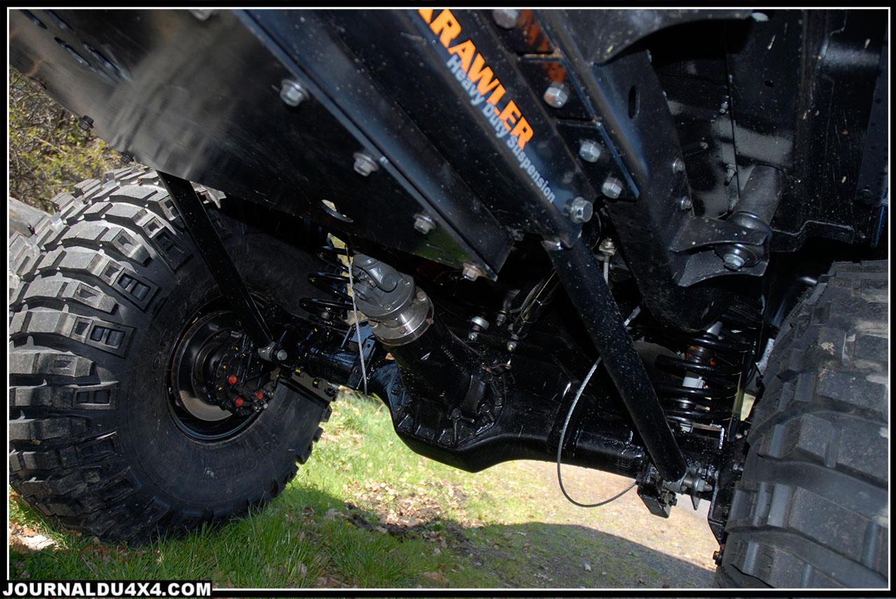 L'arbre de transmission arrière, un pièce maîtresse. L'angle de travail est considérable. Il joue le rôle du «fusible». Si une pièce doit casser dans les transmissions, ce sera lui.