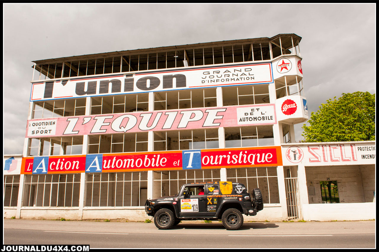 devant les anciens stands du circuit de Gueux dans la Marne