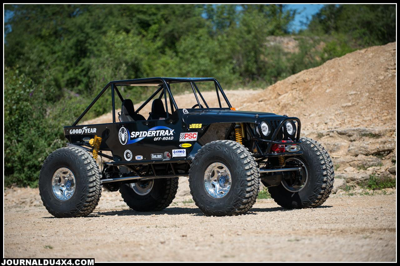 Il aura fallu 9 mois de travail minutieux à Sylvain pour construire cette magnifique Jeep qui s'est révélée redoutable dans les zones.