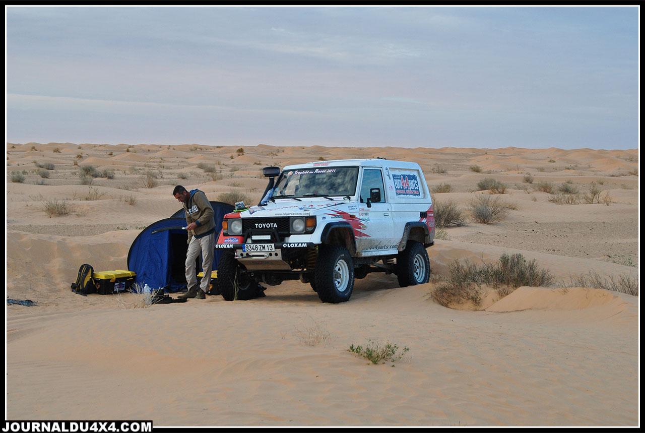 notre 2nd bivouac près des nomades qui viendront nous rendre visite au petit matin