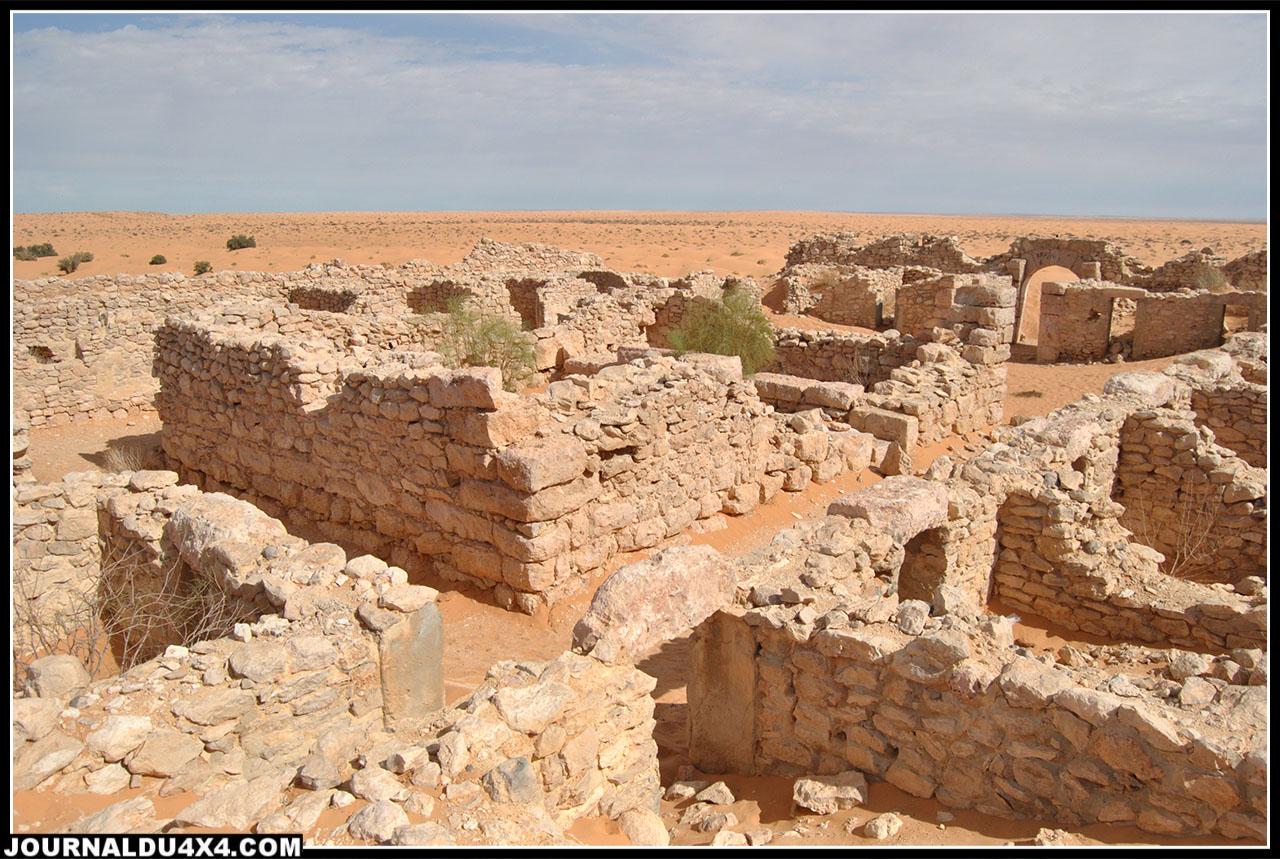 les ruines du fort de Gsar Ghilane