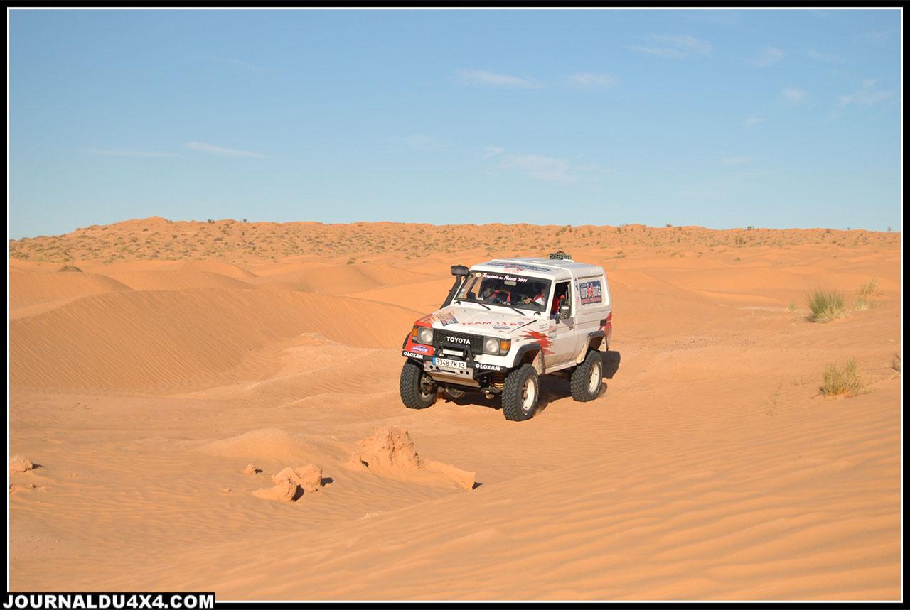 dans les dunes vers l'oasis de Gsar Ghilane