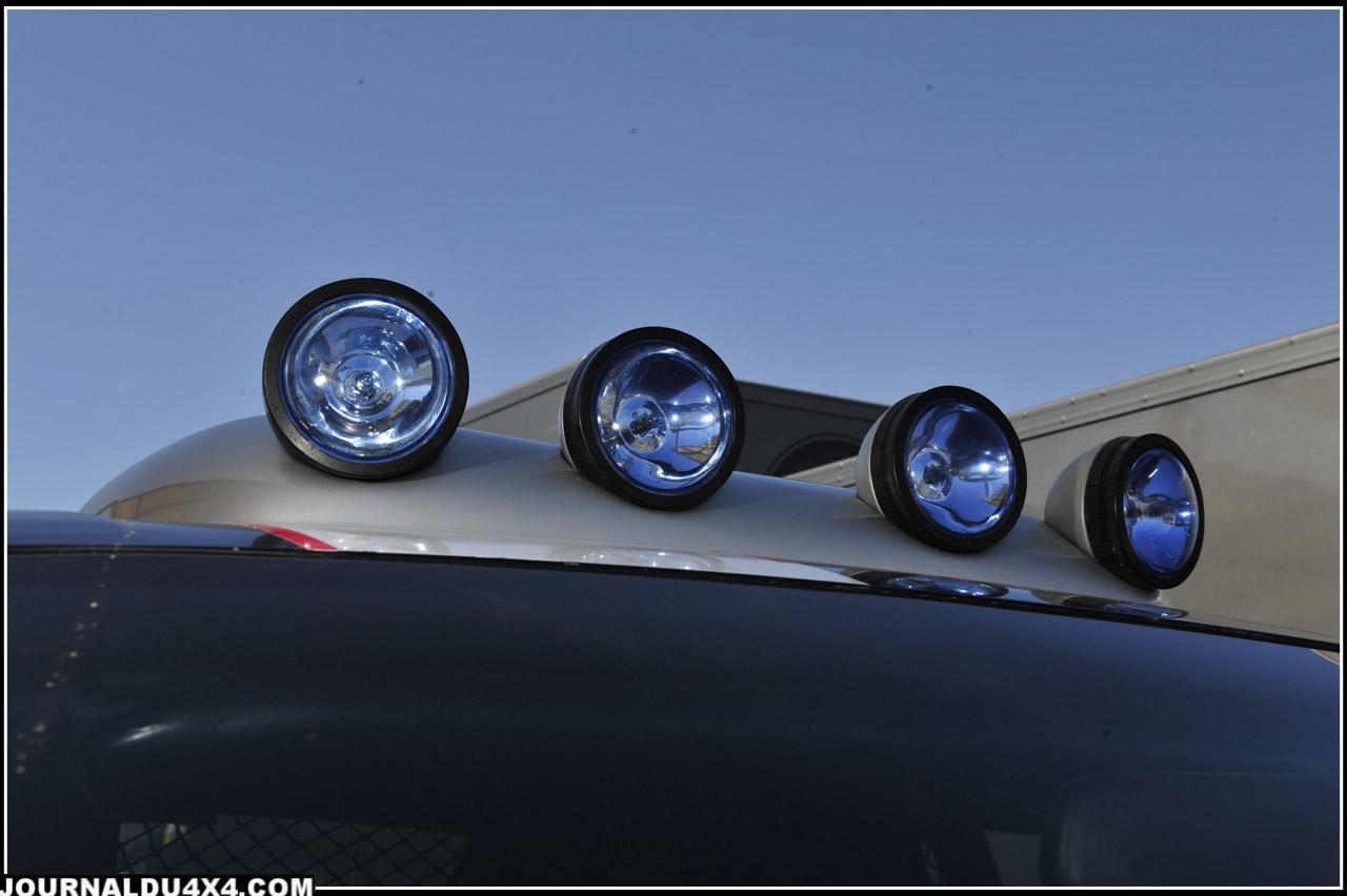 Rampe de phares 4 x100 W pour voir et être vu.