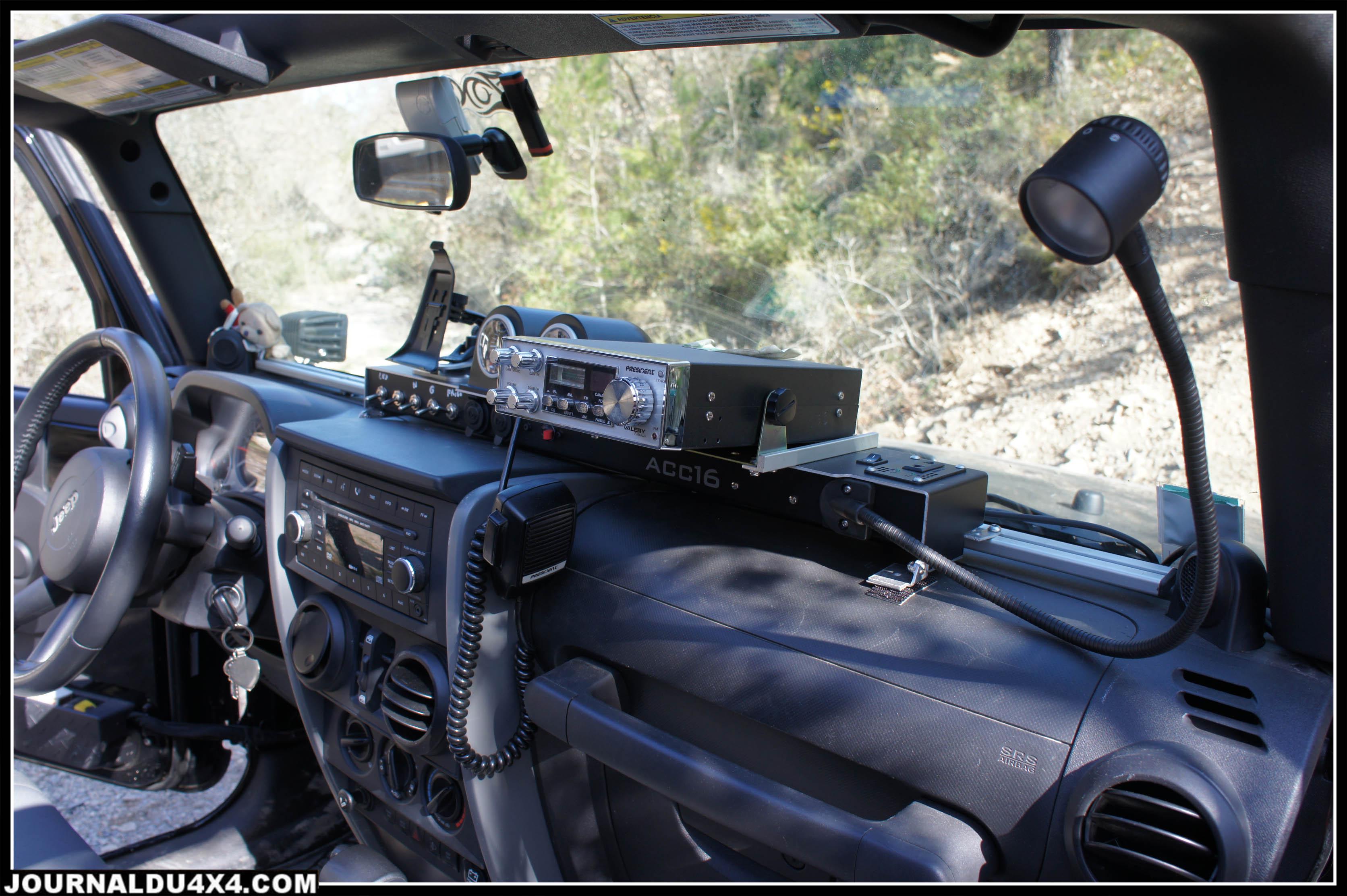 console montée sur une jeep