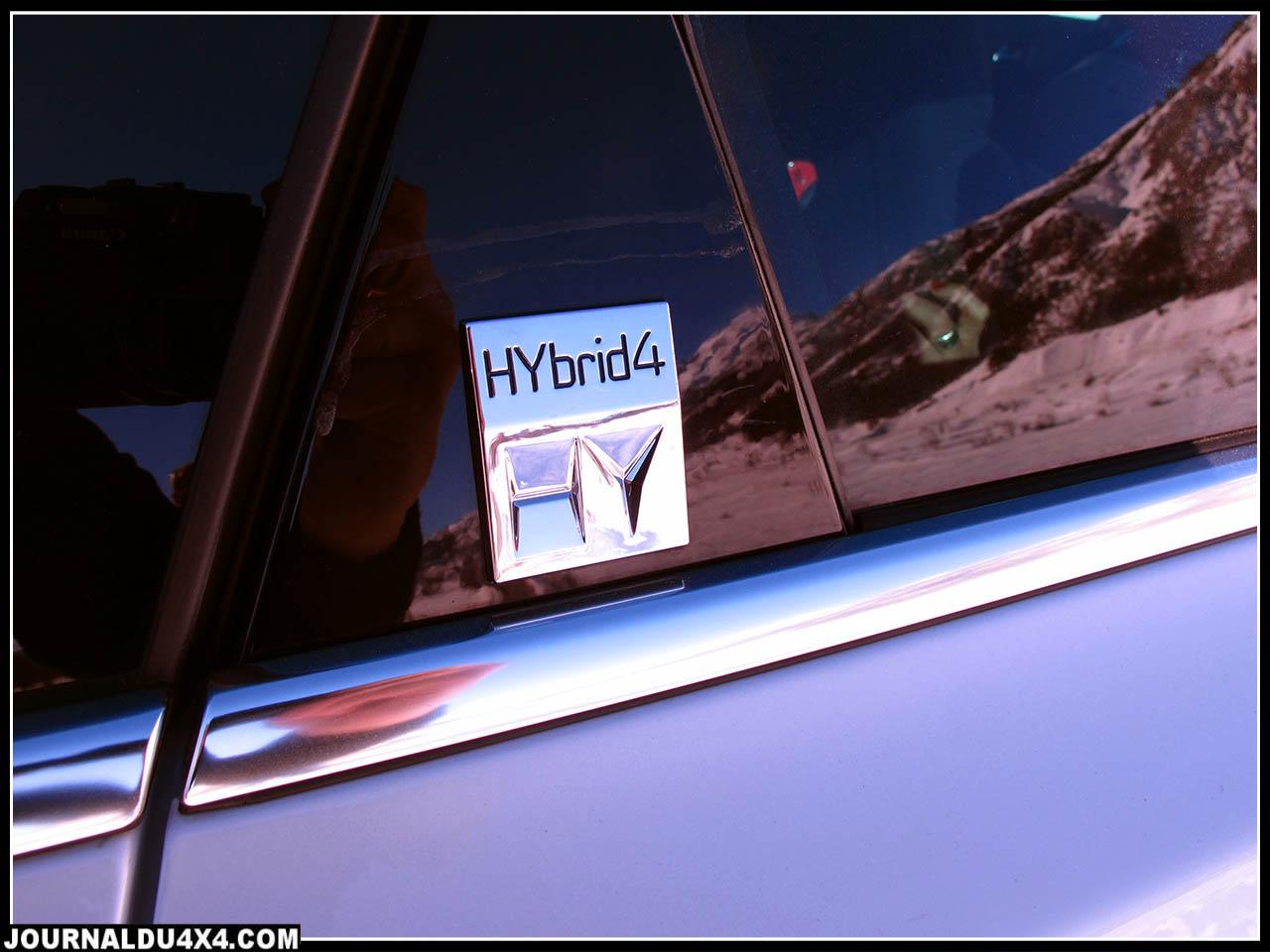 Peugeot 508 RXH  Moteur : 4 cyl. En ligne HDI 1997 cm3 + moteur électrique de 27Kw