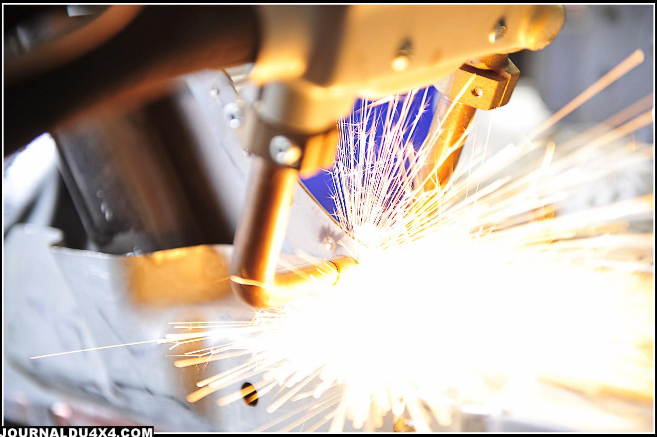 Pointage de la carrosserie. Un travail précis qui nécessite du savoir faire et surtout le matériel adapté.
