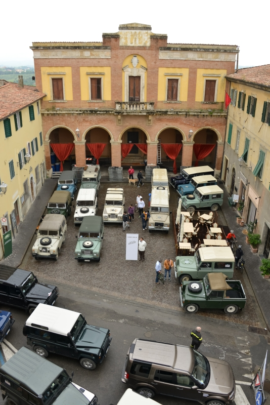 land_rover_parade-4910.jpg