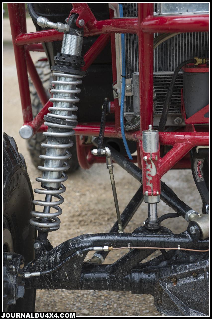 de gauche à droite coil over (suspension avec les ressorts autour des amortisseurs) / anti rock sway bar (barre antis roulis) /  bump stop (butées de pont hydrauliques)