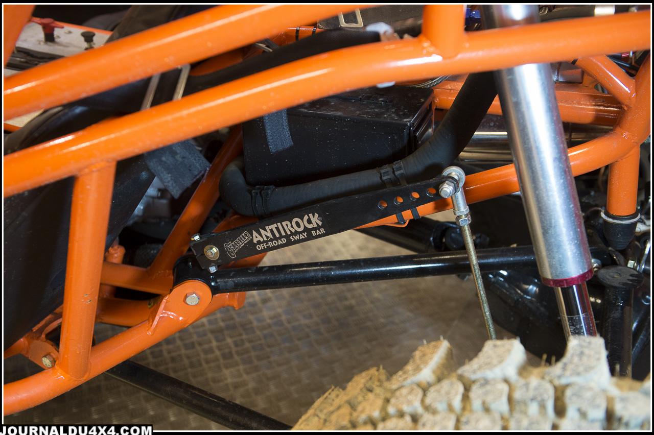 la sway bar permet d'appuyer sur le pont et de maintenir l'assise du crawler en croisement de pont