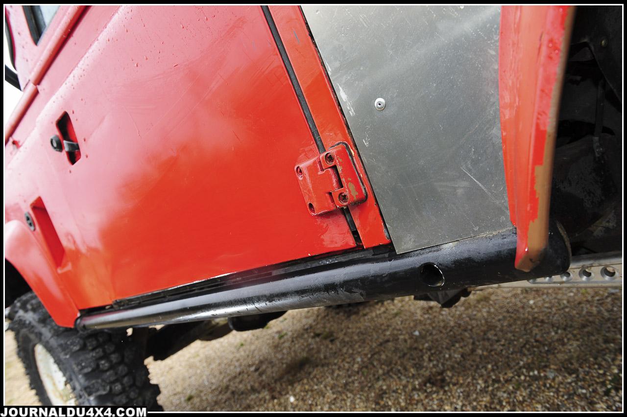 les protections latérales évitent des frais de carroserie  et permettent aussi de prendre appui