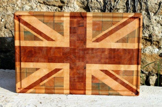 Union Jack, frêne teinté dans la masse, hêtre et merisier.