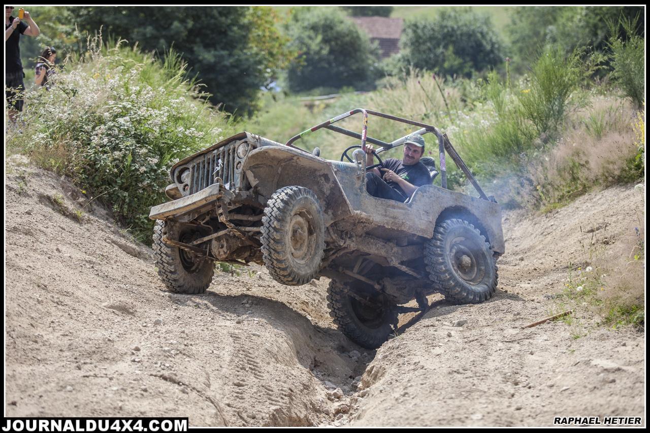 La Jeep aime marquer son territoire en levant la patte