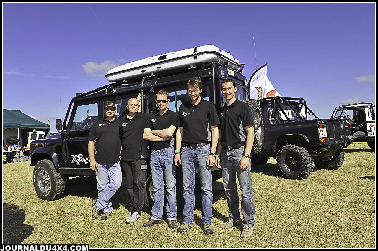Toute l'équipe d'XS Offroad était présente : Dom, stéphane, Henry, Charles et le boss Xavier. Sur place ils avaient amenés 5 Land pour le plus grand plaisir des aficionados qui ont pu admirer leur travail.