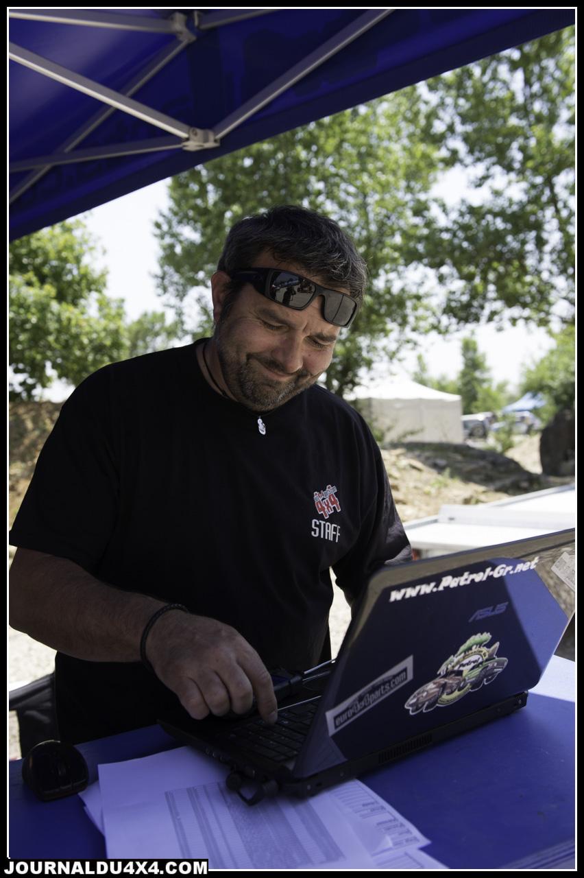 Dom en plein travail sur le stand Euro 4x4 Parts