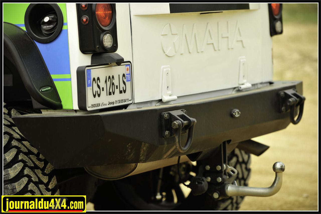 Le pare chocs arrière R-SE reçoit un attelage démontable, des manilles et un radar de recul. On est Rescue ou pas!