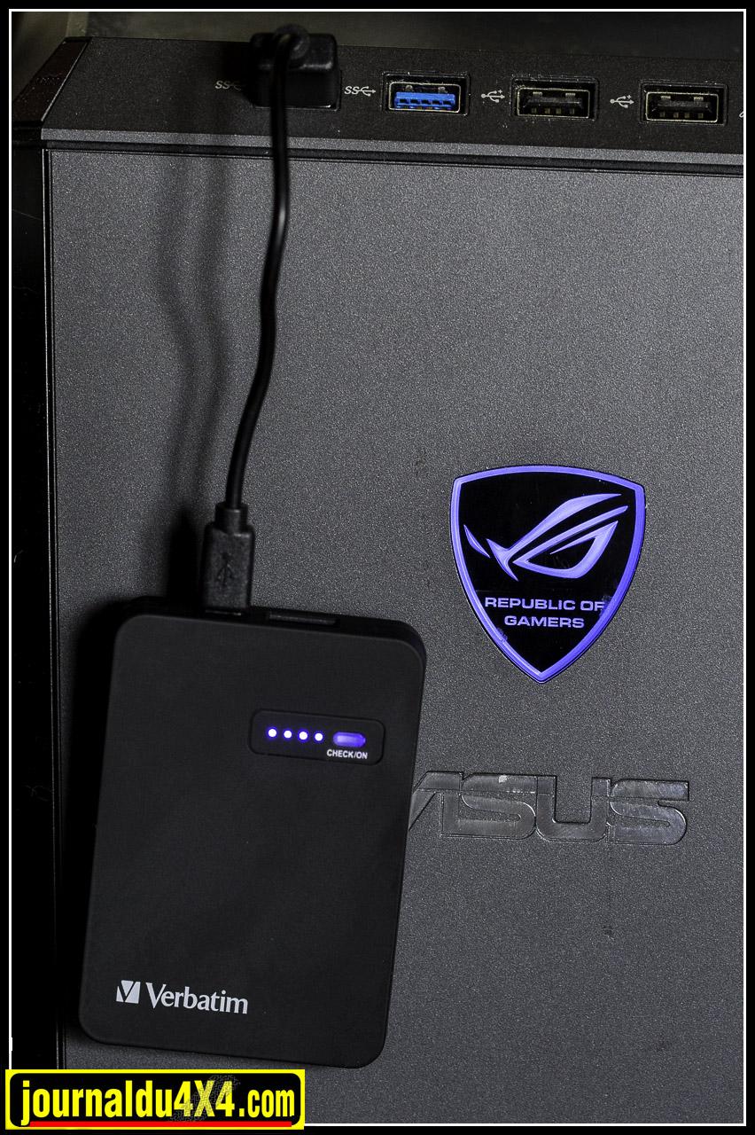 On recharge le power pack sur une prise USB. 4 diodes allumées c'est chargé