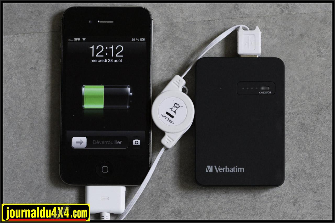 Pour recharger votre téléphone il suffit de le brancher sur le Power Pack