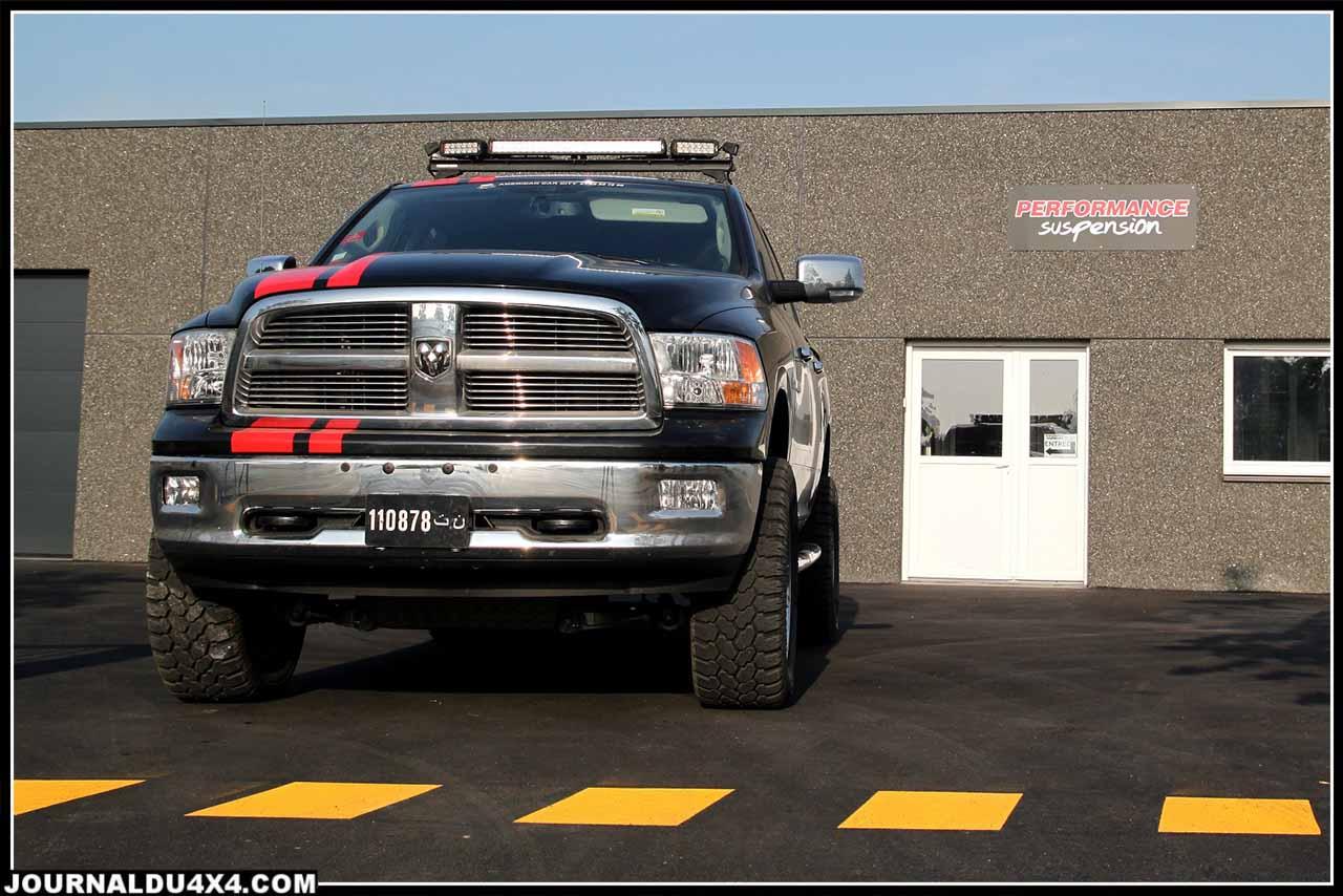 Dodge Ram devant l'atelier de Performance Suspension