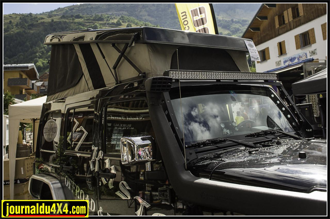 Jeep JK avec toit dépliant chez ZZ Kustom