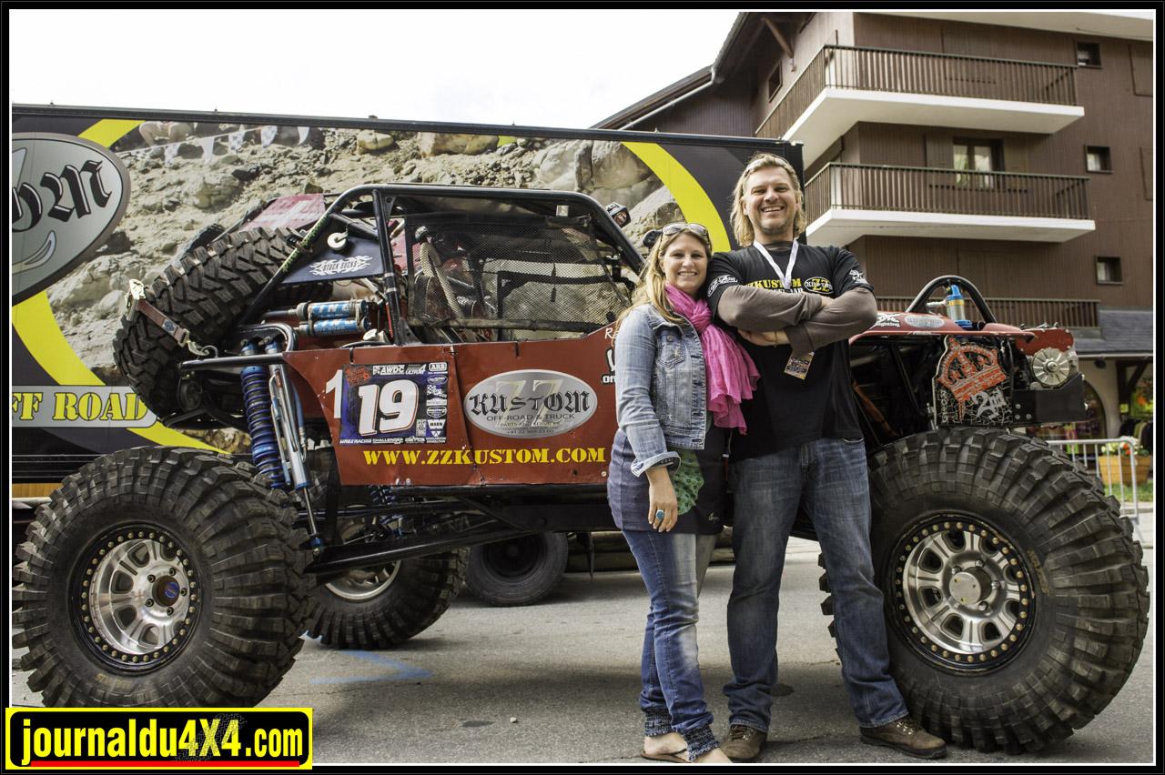 Caro et Stef de ZZ Kustom devant leur Ultra4