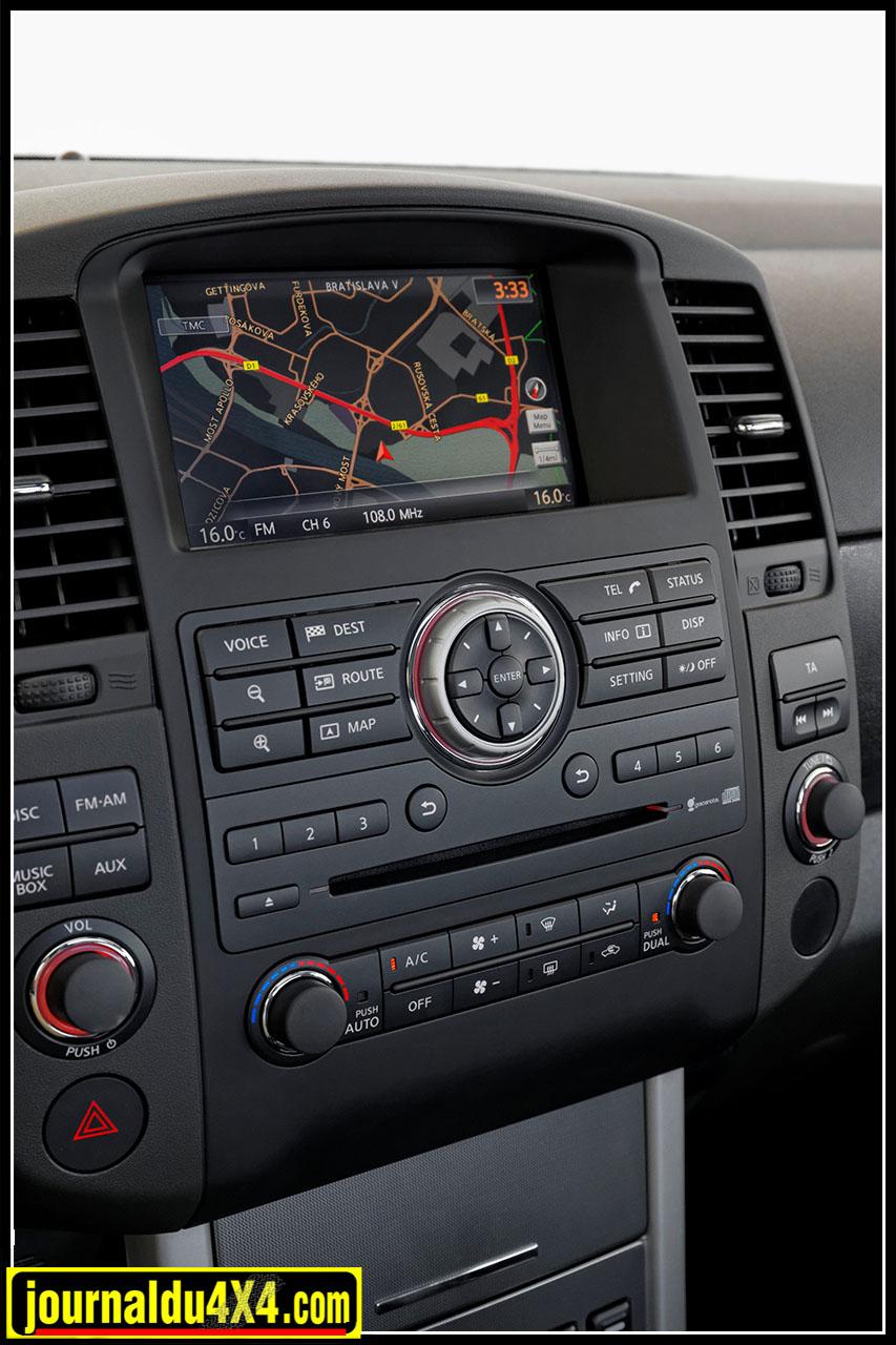 Le système navigation Nissan Connect Premium comporte un écran couleur tactile de 7 pouces avec système de téléphonie mains-libres Bluetooth® et streaming musical. Pour l'audio, un disque dur interne de 40 Go est également fourni de série.