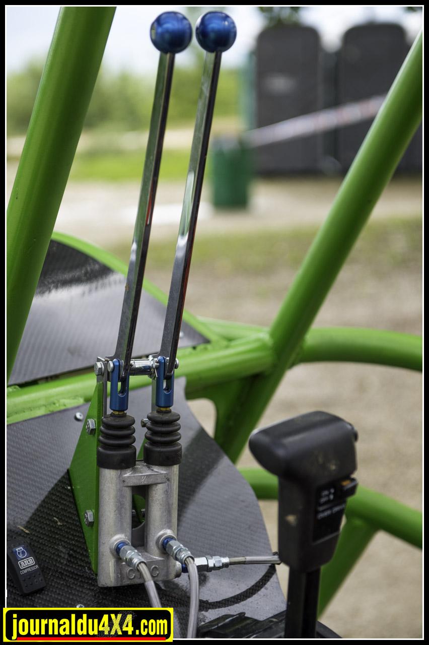leviers pour commander les freins séparés