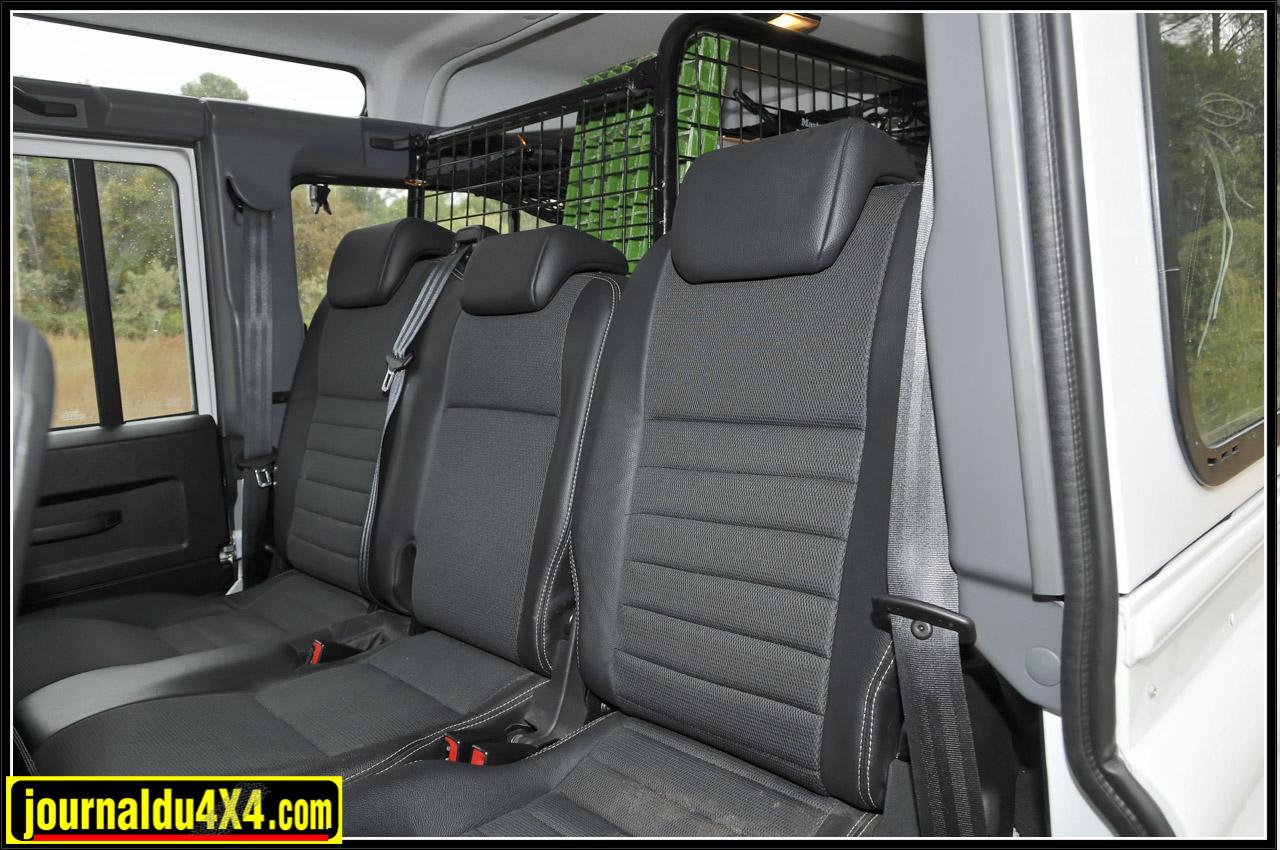 L'arrière accueille 4 passagers, un siège ayant été ôté pour aménager le compartiment bagages.